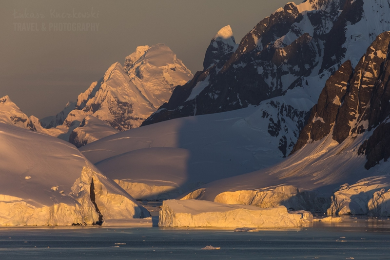 _M4_0021-antarktyda-gory-zachod