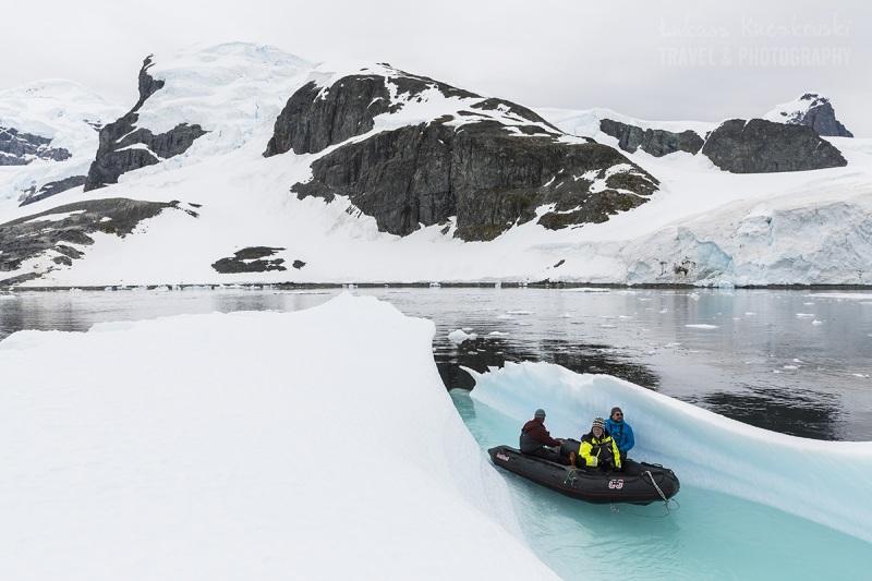 _MG_7848-antarktyda-ponton-zodiak-gora