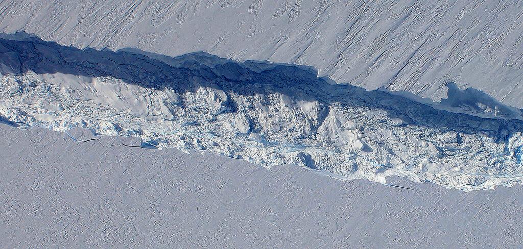 antarktyda-narodziny-gora-lodowa